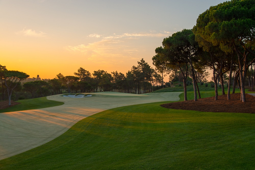 Crépuscule sur le golf de Quinta do Lago Norte au Portugal