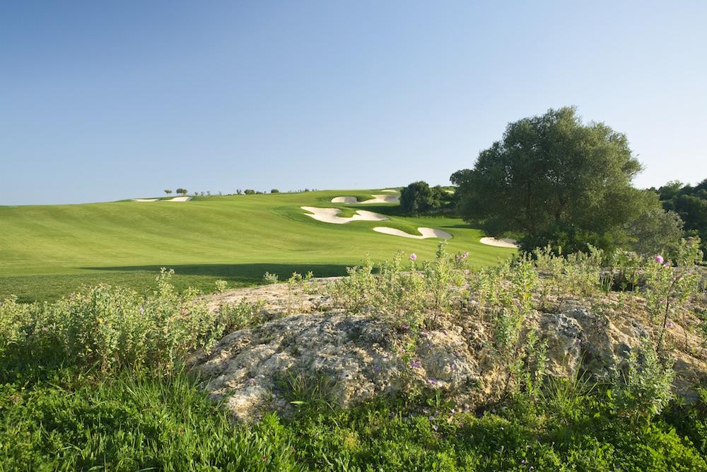 Fairway sur le trou numéro 12 du parcours de golf Faldo en Algarve