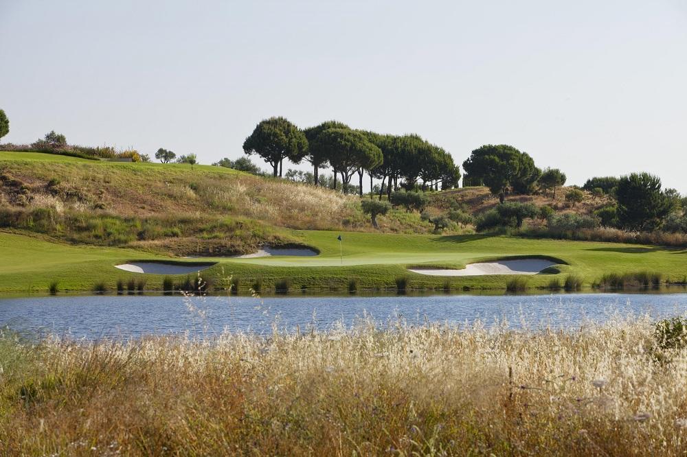 Le trou 1 du golf Monte Rei au Portugal