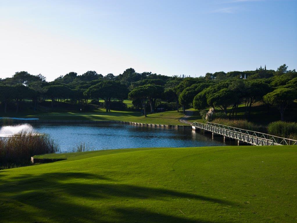 Ponton du golf de Quinta do Logo Sur au Portugal