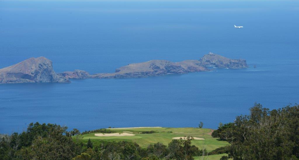 Green avec vue sur mer au golf de Santo da Serra au Portugal