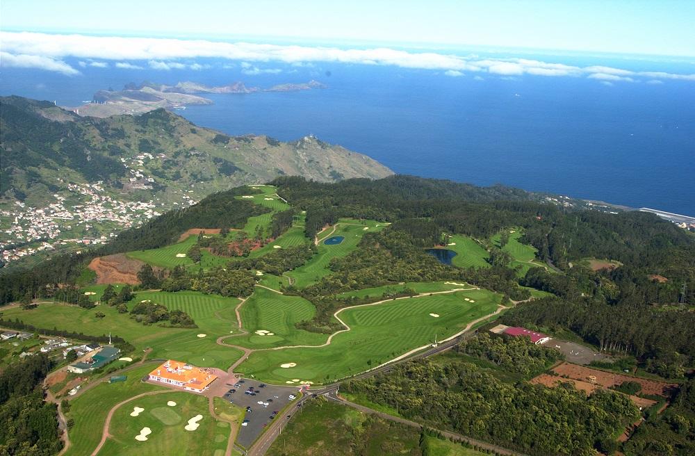 La vue aérienne du golf Santo Serra.