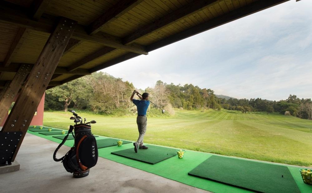 Le practice du golf de Penha Longa.