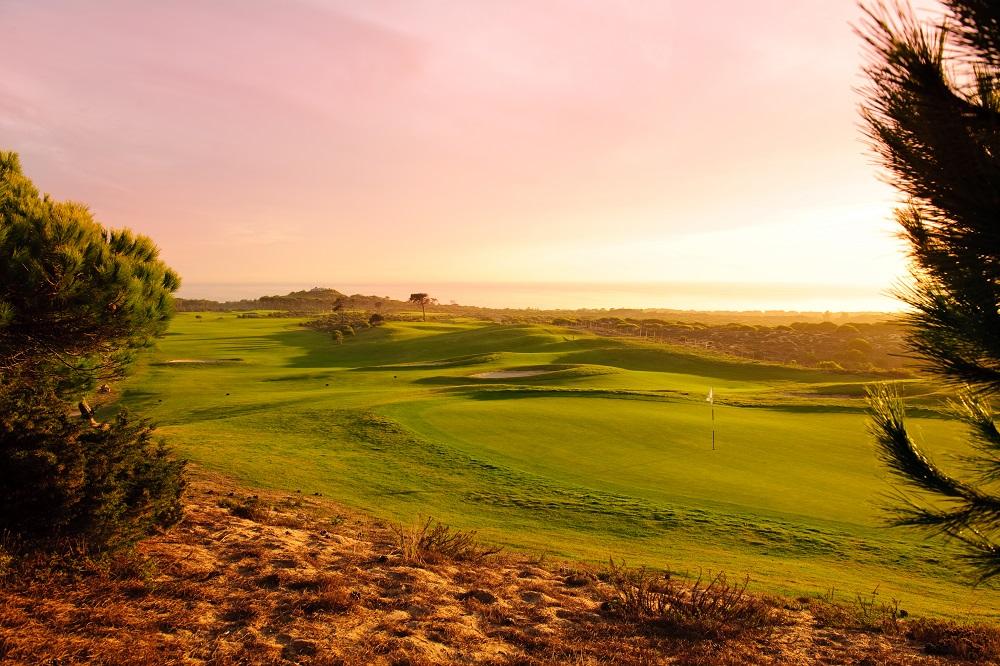 Crépuscule sur le golf de Oitavos Dunes au Portugal