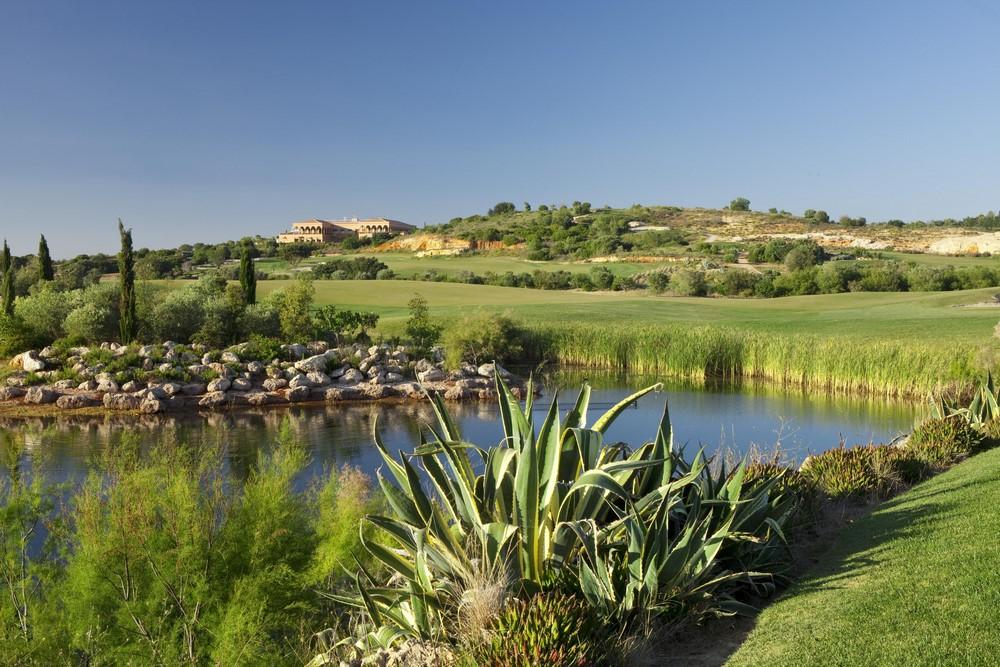 Un étang du golf Océanico Faldo.