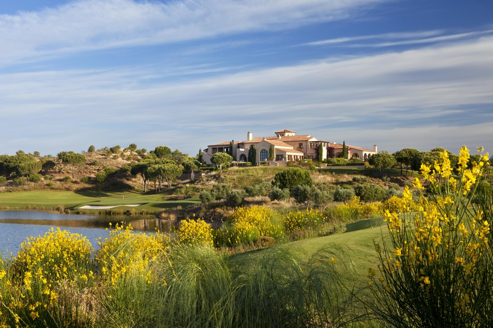 Le clubhouse du golf de Monte Rei.
