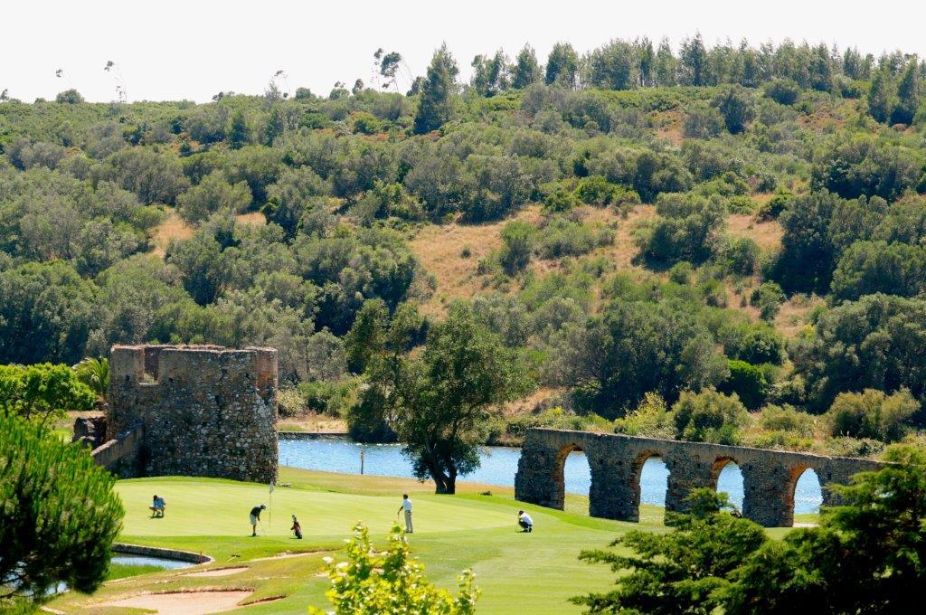 Golfeurs sur le golf de Penha Longa au Portugal