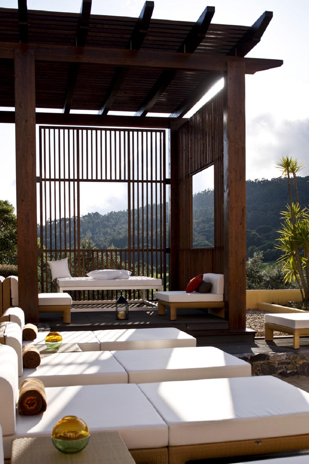 Les transats de l'hôtel Penha Longa Resort.