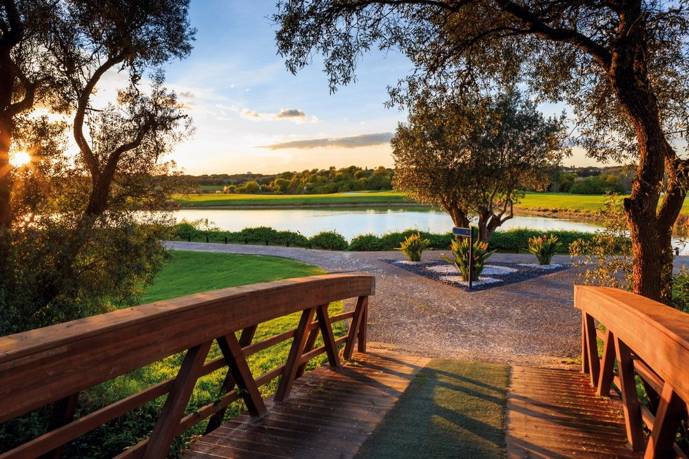 Le pont du golf de Vale do Lobo océan.