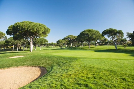Bunker et green du golf Oceanico Old au Portugal