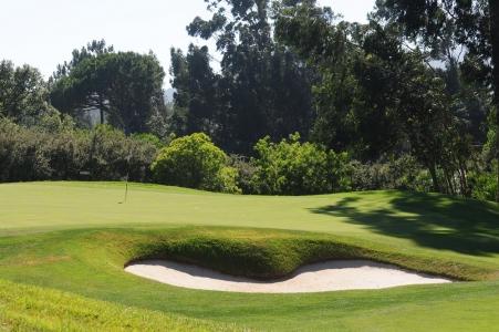 Un green et un bunker du golf de Penha Longa au Portugal