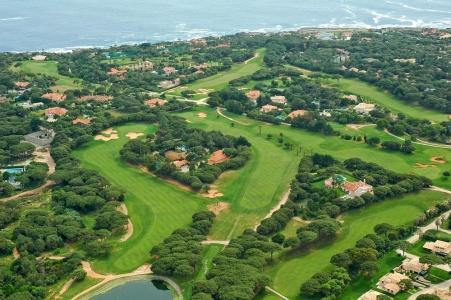 La vue aérienne du golf de Quinta Marinha au Portugal