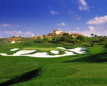 Le trou 9 du golf Monte Rei au Portugal