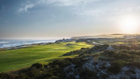 Vue sur mer du golf Praia d'el Rey au Portugal