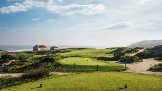 Tee du golf de Praia del rey au Portugal