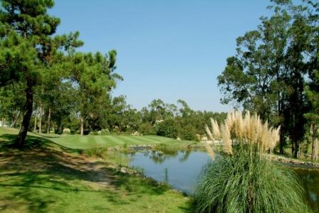 Etang du golf Lisbon Sports Club au Portugal