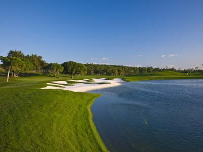 Le bord de mer du golf de Quinta Lago Laranjal.