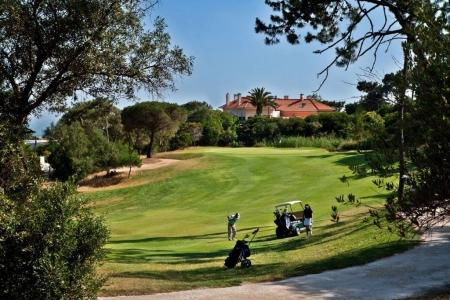 Golfeurs sur le golf do estoril au Portugal