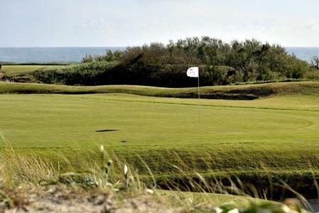 Drapeau blanc sur le golf d'Estala au Portugal