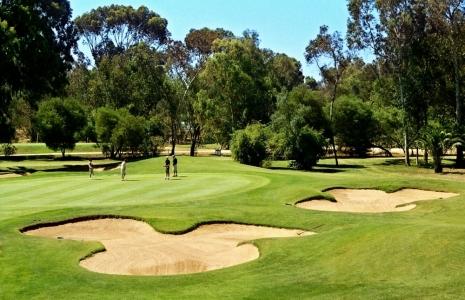 Deux bunkers du golf de Penina Championship au Portugal