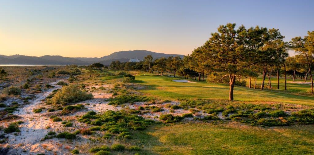Panorama du trou 3 du golf de Troia au Portugal