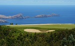 Large green et bunker avec la vue mer sur le parcours de Santo da Serra